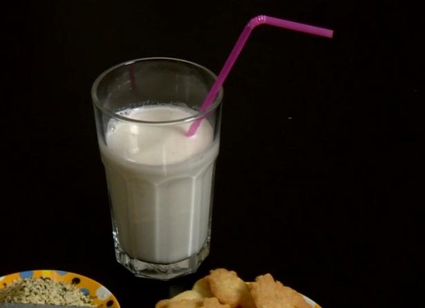 ce-e-mai-bine-sa-bem-apa-sau-lapte