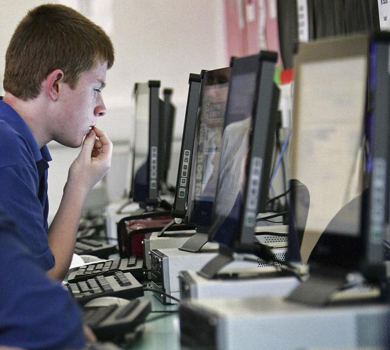 PC calculator desktop GettyImages-56113777