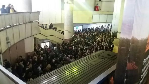 aglomeratie metrou Victoriei 261016 (3)