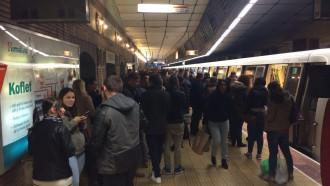 Staţiile de metrou Eroilor şi Unirii au fost evacuate