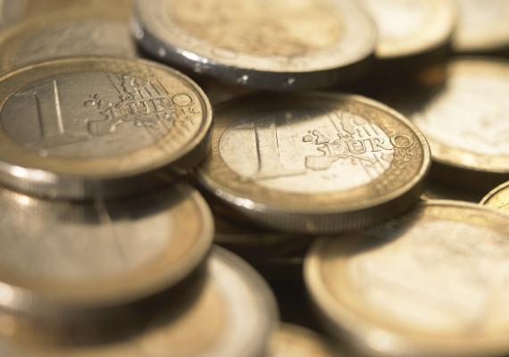 Banii europeni pentru românii săraci, furați de politicieni și...