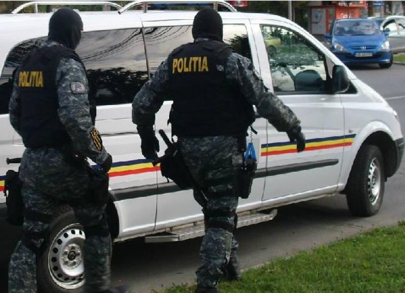 politisti mascati foto politia romana facebook 05 08 2015