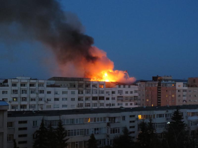 bloc incendiu bacau