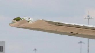 Un avion a aterizat de urgență, cu aripa ruptă. Imaginea revoltătoare surprinsă de un pasager chiar înainte de îmbarcare
