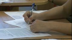bac examen maini copil scrie