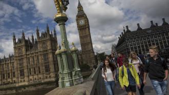 Cetăţeni UE, anunţaţi în scris că trebuie să părăsească Marea Britanie