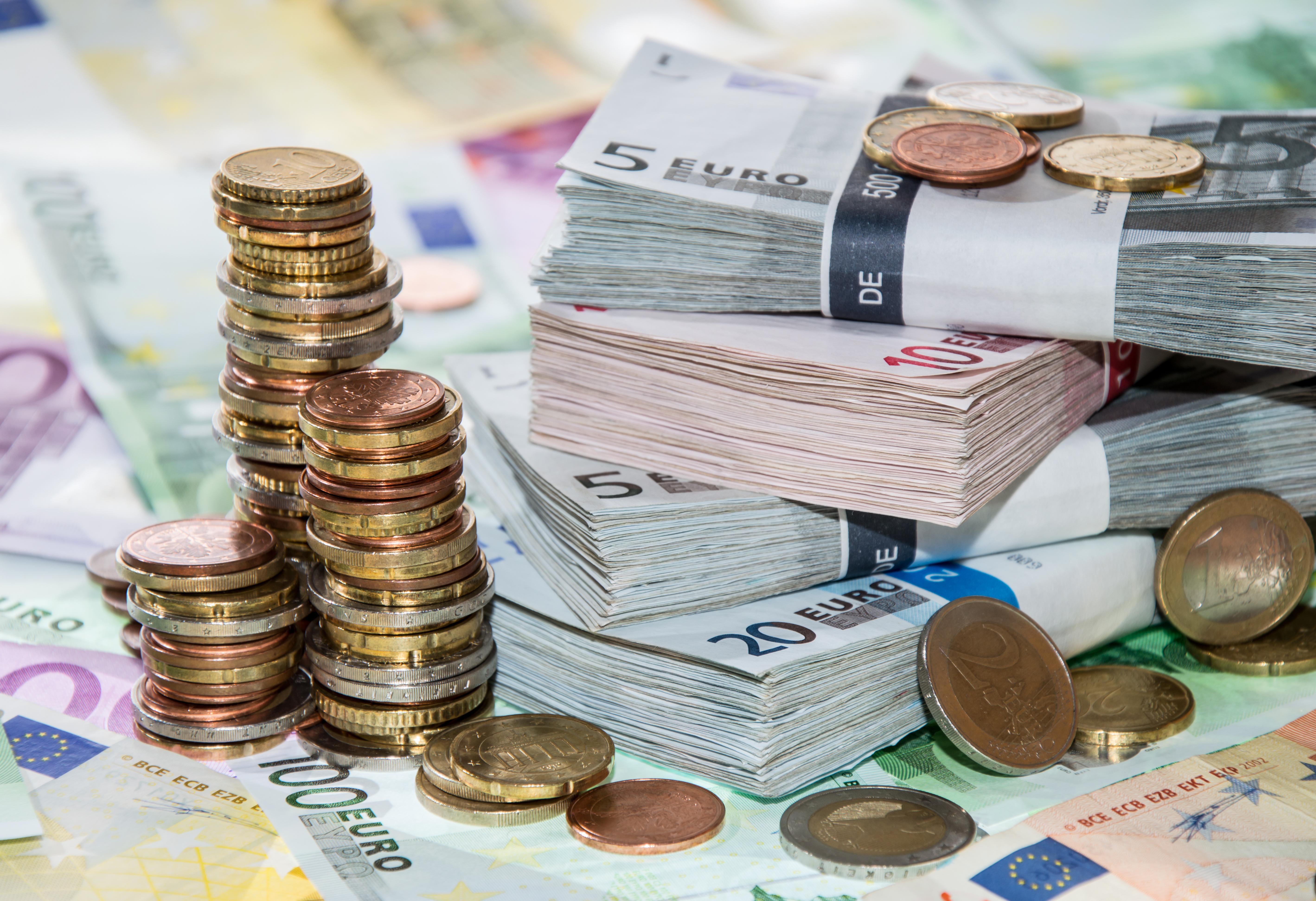 Secate de bani. Companiile de stat, obligate sa se imprumute