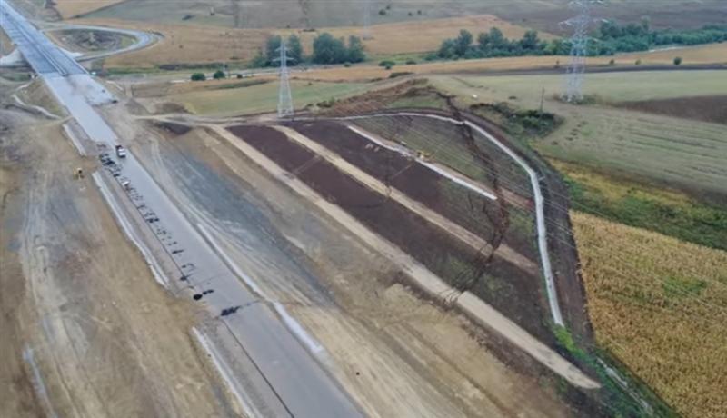 CNAIR a privit impasibil cum aluneca autostrada Sebes - Turda