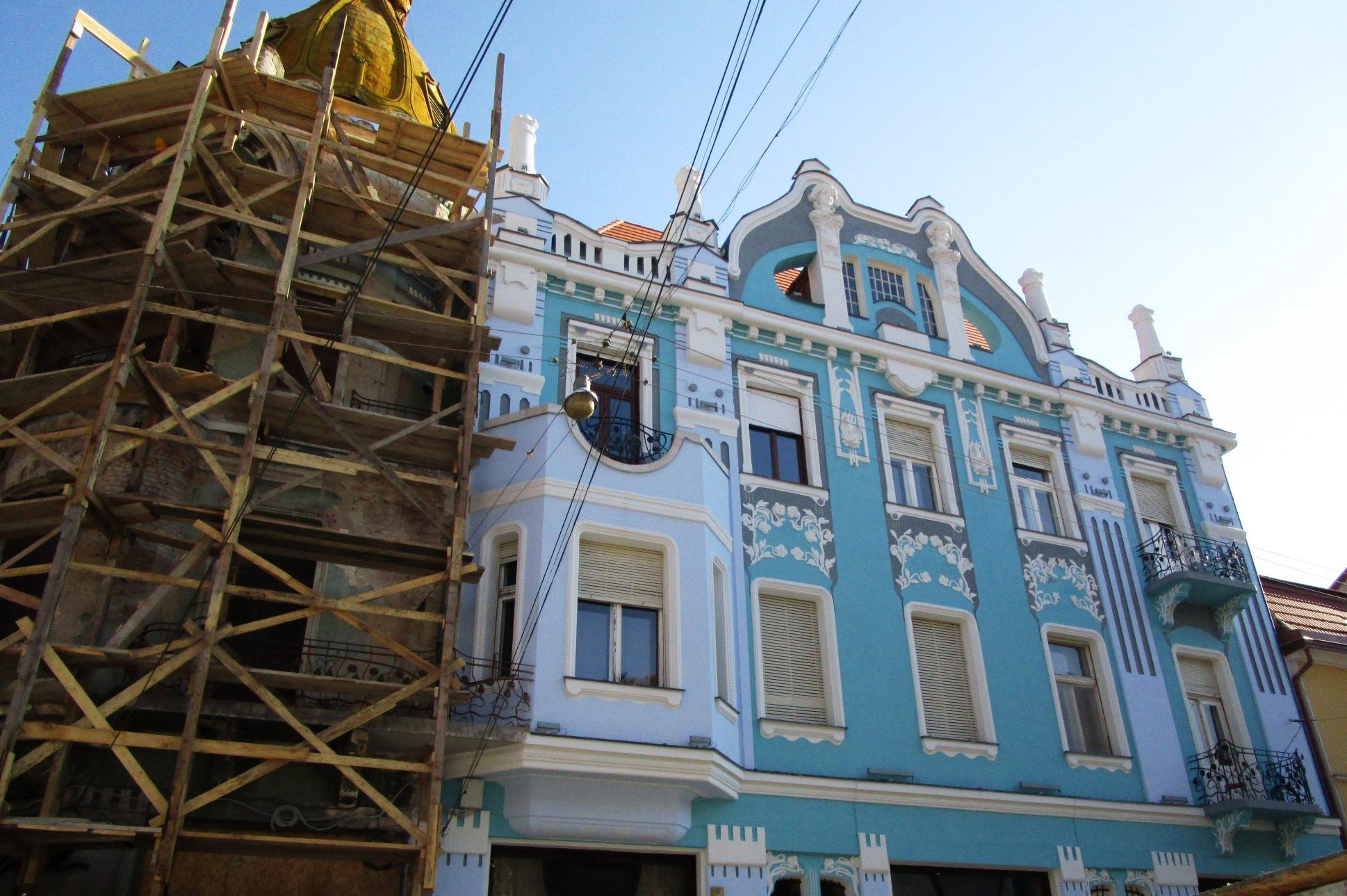 Supraimpozitarea infrumuseţeaza Oradea