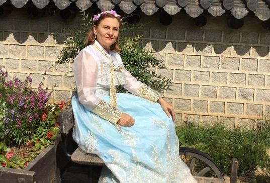 FOTO: Maria Grapini, in costum tradiţional coreean