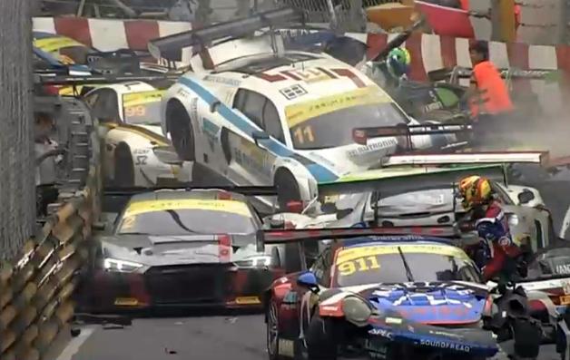 VIDEO   Accident spectaculos intr-o cursa FIA GT: 15 masini implicate