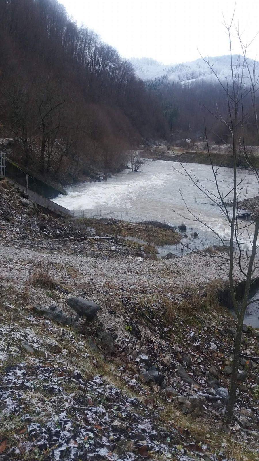 Infiltraţii in Barajul Leşu, dupa ce in lac s-au acumulat 3 milioane de metri cubi de apa