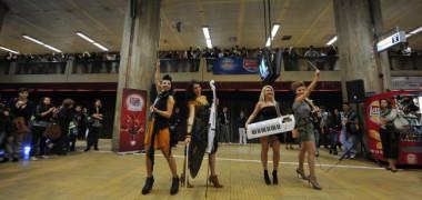musicfm-a-oferit-15-minute-de-muzica-buna-live-in-statia-de-metrou-unirii-video 13