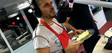 greeg-a-invatat-de-la-chefii-masterchef-cum-se-face-omleta-perfecta-vezi-cum-s-a-gatit-in-studioul-profm 6
