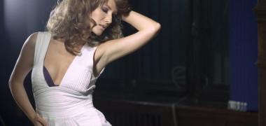 adela-popescu-a-lansat-prima-piesa-cu-dj-project-la-happy-hour-asculta-ramas-bun 1