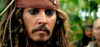johnny-depp-jack-sparrow-din-piratii-din-caraibe-este-homosexual-342590