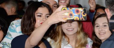 selena-gomez-selfie-splash