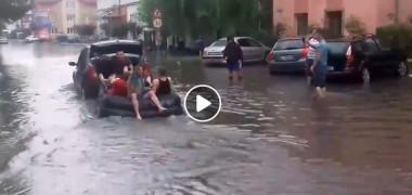 targu-jiu-inundatie-plmbare-barca-pneumatica
