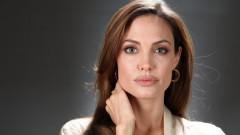 Angelina Jolie, primul pictorial după divorțul de Brad Pitt