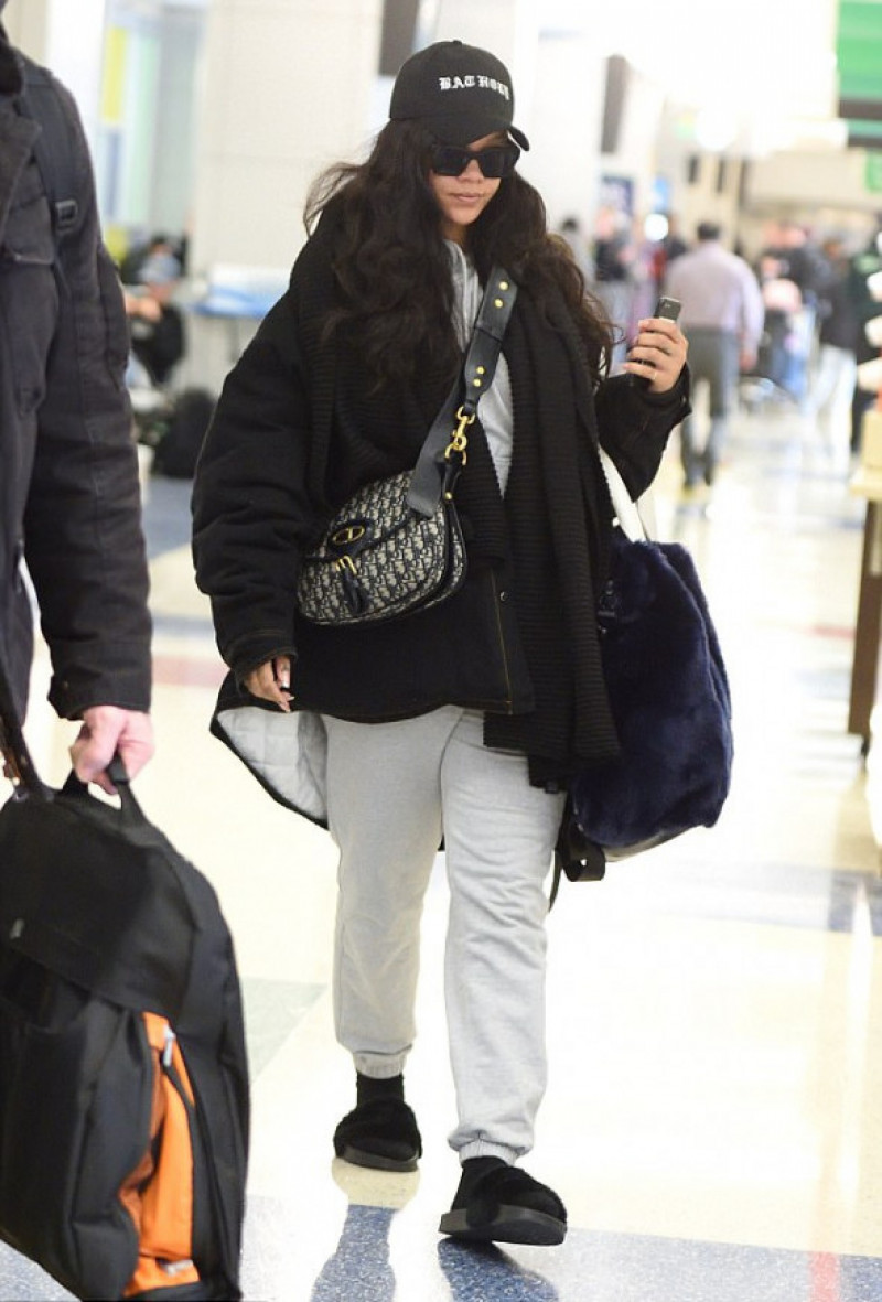 rihanna-aroport-jfk-splash