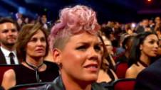 Reacţia lui Pink în momentul când Christina Aguilera i-a adus un omagiu lui Whitney Houston
