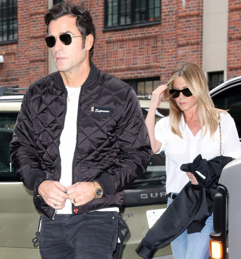 justin-theroux-jennifer-aniston-splash