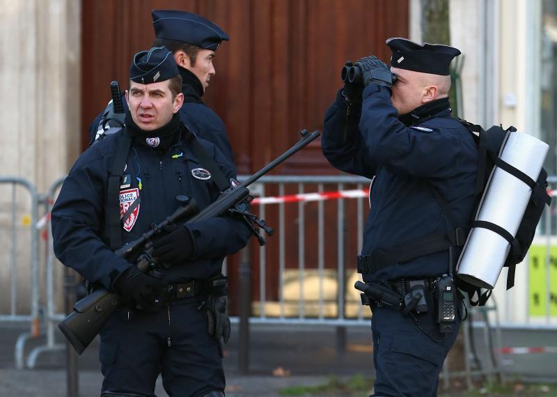 politisti politie franta arme GettyImages-461331232