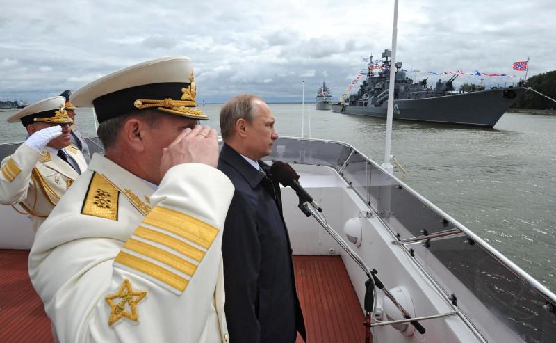 putin cu nava militara - kremlin.ru