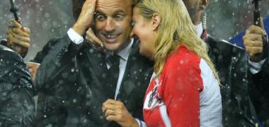Macron a mers în vestiarul Croaţiei, după finală. Poza care a făcut înconjurul lumii