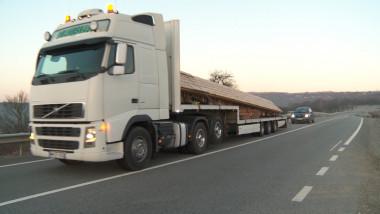 camion cu poarta