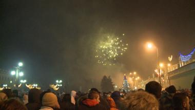 oameni si artificii