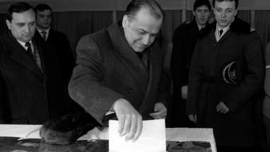 ion iliescu voteaza 90 -143769-Mediafax Foto-Emanuel Parvu