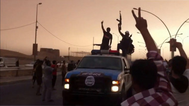 Militanti parada Statul Islamic Mosul-AFP Mediafax Foto---6
