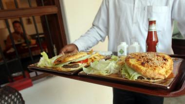 mancare fast food 4336543-AFP Mediafax Foto-Karim SAHIB