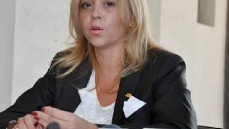 ANA MARIA TOPOLICEANU