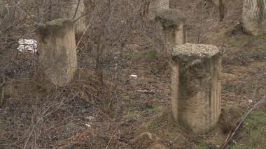 bazin abandonat piloni