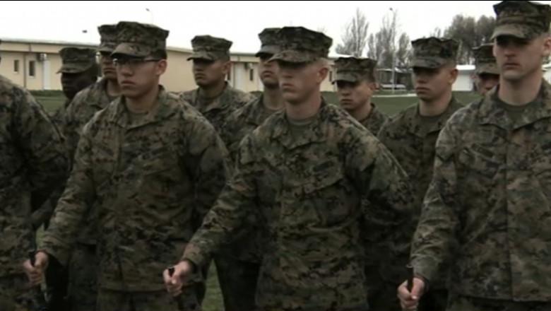 militari americani cu chipiuri