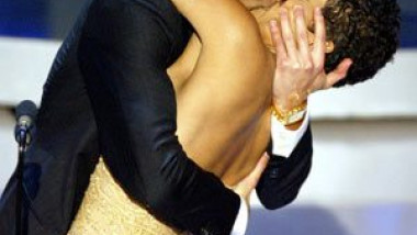 adrien brody halle berry kiss