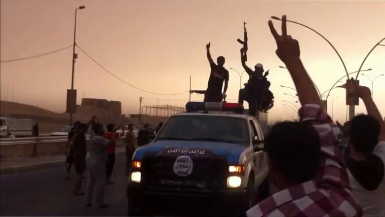 Militanti parada Statul Islamic Mosul-AFP Mediafax Foto--