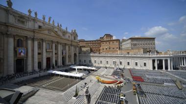 Slujba Vatican canonizare 26 aprilie 2014 Papa Ioan Paul al doilea si Papa Ioan al 23-lea -AFP Mediafax Foto-ANDREAS SOLARO-1