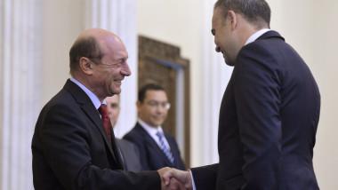 Traian Basescu si Darius Valcov ceremonie de investire ministru de finante-Mediafax Foto-Octav Ganea