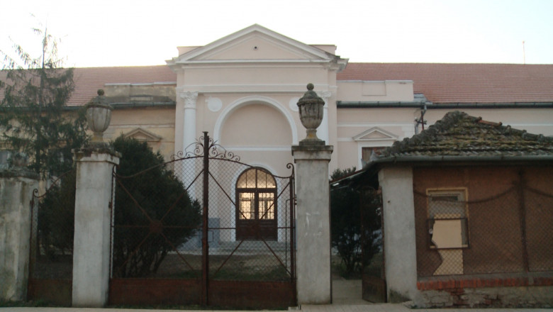 castel exterior