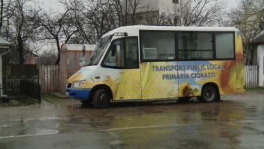 microbuz in comuna