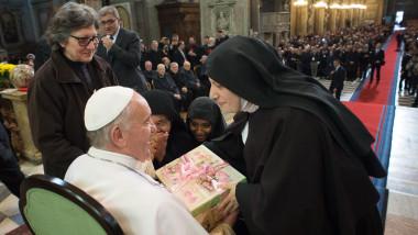 papa calugarite - 7309127-AP Mediafax Foto-L OSSERVATORE ROMANO