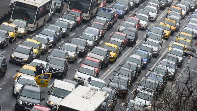 masini trafic - 7262729-Mediafax Foto-Octav Ganea
