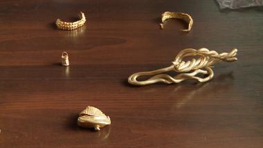 mai multe bijuterii