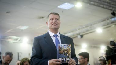 Iohannis lansare carte primul pas 7325063-Mediafax Foto-Marius Dumbraveanu