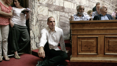 varoufakis stand jos in parlament - GettyImages-477311742
