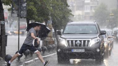 ploaie vijelie umbrela 6842790-Mediafax Foto-Octav Ganea 1