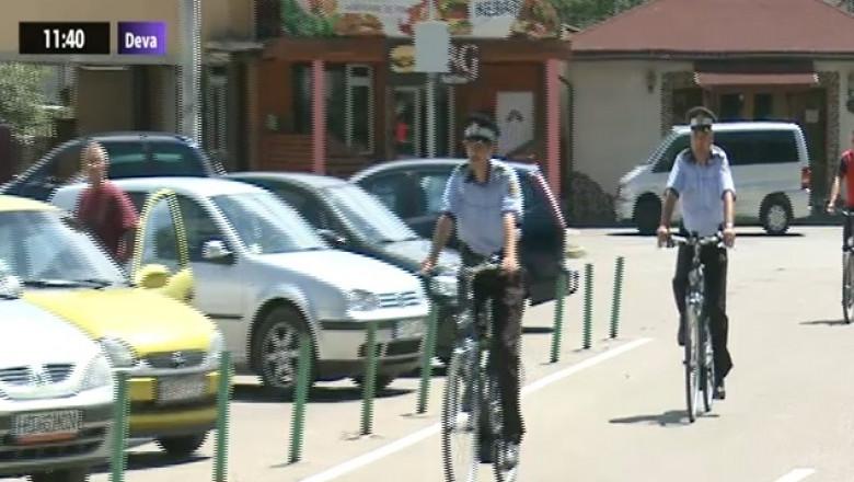 politisti bicicleta crop
